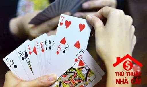 Mơ thấy đánh bài có điềm gì và nên đánh con gì ngày hôm sau?